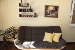 Гостиная. Черногория, Герцег-Нови : Апартамент Золотой Шоколад в 700 метрах от моря