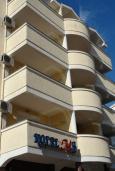 Фасад дома. MB Hotel 3* в Будве