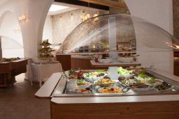 Кафе-ресторан. Slovenska Plaza 3*/4* в Будве