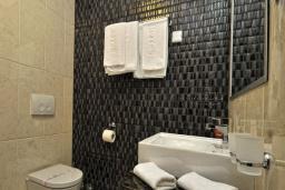 Ванная комната. Черногория, Бечичи : Двухместный номер