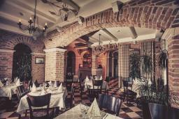 Кафе-ресторан. Azimut 4* в Свети Стефане