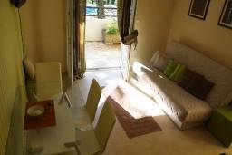 Гостиная. Черногория, Герцег-Нови : Апартамент Черепаха в Топла на вилле с бассейном