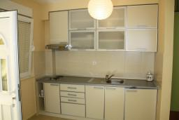 Кухня. Черногория, Герцег-Нови : Апартамент Черепаха в Топла на вилле с бассейном