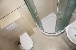Ванная комната. Черногория, Герцег-Нови : Апартамент Черепаха в Топла на вилле с бассейном