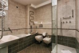 Ванная комната 2. Черногория, Петровац : Люкс с видом на море