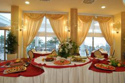 Кафе-ресторан. Princess Beach & Conference Resort 4* в Баре