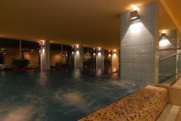 Бассейн. Princess Beach & Conference Resort 4* в Баре