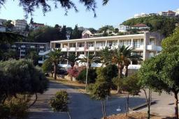 Фасад дома. Mediteran Resort 3* в Ульцине