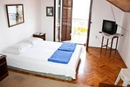 Гостиная. Черногория, Герцег-Нови : Апартамент на первой линии с балконом и видом на море