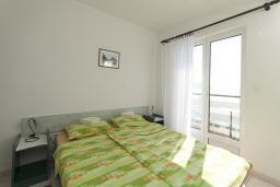 Балкон. Черногория, Герцег-Нови : Студия с балконом и шикарным видом на море возле пляжа