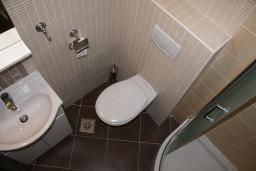 Ванная комната. Черногория, Герцег-Нови : Апартамент Танго Аргентино в 700 метрах от моря