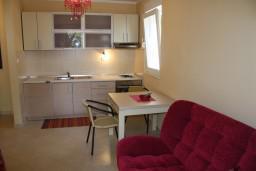 Гостиная. Черногория, Герцег-Нови : Апартамент Розовая Страсть в 700 метрах от моря