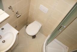 Ванная комната. Черногория, Герцег-Нови : Апартамент Розовая Страсть в 700 метрах от моря