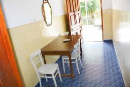 Коридор. Черногория, Зеленика : Апартамент для 6 человек с двумя отдельными спальнями, с террасой и видом на сад