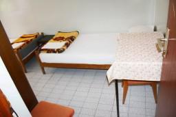 Спальня 2. Черногория, Зеленика : Апартамент для 6 человек с двумя отдельными спальнями, с террасой и видом на сад