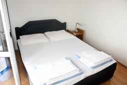 Спальня. Черногория, Герцег-Нови : Апартамент с шикарным видом на море в Савина