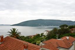 Вид на море. Черногория, Герцег-Нови : Апартамент с шикарным видом на море в Савина