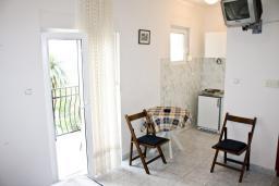 Студия (гостиная+кухня). Черногория, Герцег-Нови : Студия в Савина с шикарным видом на море