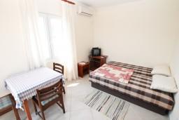 Гостиная. Черногория, Герцег-Нови : Апартамент с отдельной спальней, с террасой и шикарным видом на море
