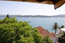 Вид на море. Черногория, Тиват : Апартамент с отдельной спальней и шикарным видом на море