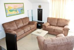 Гостиная. Черногория, Кумбор : Современный апартамент LUNA в 15 метрах от моря