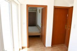 Коридор. Черногория, Кумбор : Новый двухуровневый апартамент ALBION с 2-мя спальнями и ваннами, огромная терраса с видом на море