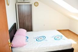 Спальня 2. Черногория, Кумбор : Новый двухуровневый апартамент ALBION с 2-мя спальнями и ваннами, огромная терраса с видом на море