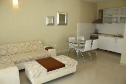 Гостиная. Черногория, Герцег-Нови : Апартамент White Light
