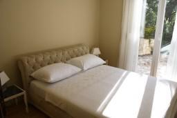 Спальня. Черногория, Герцег-Нови : Апартамент White Light