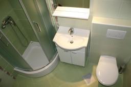 Ванная комната. Черногория, Герцег-Нови : Апартамент White Light