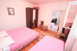 Спальня. Черногория, Герцег-Нови : Апартамент с террасой и видом на сад