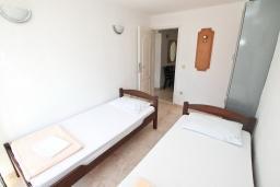 Спальня 3. Черногория, Герцег-Нови : Апартамент для 6 человек, с тремя спальнями, с балконом и видом на море, 10 метров до пляжа
