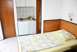 Студия (гостиная+кухня). Черногория, Герцег-Нови : Студия для 2 человек с террасой