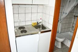 Кухня. Черногория, Герцег-Нови : Студия для 2 человек с террасой
