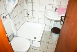 Ванная комната. Черногория, Герцег-Нови : Студия для 2 человек с террасой
