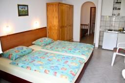 Студия (гостиная+кухня). Черногория, Герцег-Нови : Студия для 3 человек с террасой