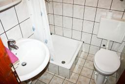Ванная комната. Черногория, Герцег-Нови : Студия для 4 человек с террасой