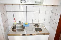 Кухня. Черногория, Герцег-Нови : Студия для 4 человек с террасой