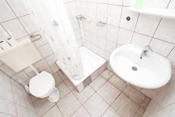 Ванная комната. Черногория, Герцег-Нови : Студия для 3 человек с террасой