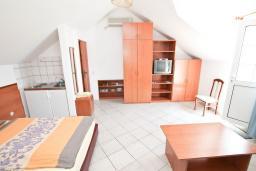 Студия (гостиная+кухня). Черногория, Герцег-Нови : Студия для 3-4 человек с балконом и видом на море