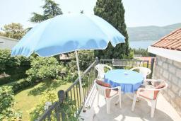 Балкон. Черногория, Герцег-Нови : Студия для 3-4 человек с балконом и видом на море