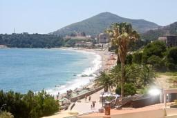 Вид на море. Черногория, Рафаиловичи : Апартамент для 5 человек, 2 отдельных спальни, с балконом видом на море, 50 метров до пляжа