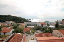 Вид на море. Черногория, Петровац : Апартамент для 4-5 человек, 2 отдельные спальни, с видом на море