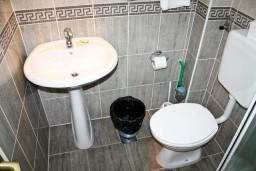 Ванная комната. Черногория, Герцег-Нови : Студия в Савина с террасой
