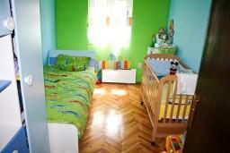 Спальня 2. Черногория, Игало : Апартамент для 4-5 человек, 2 отдельных спальни