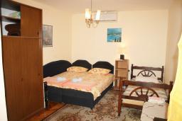 Студия (гостиная+кухня). Черногория, Нивице : Студия в Нивице с балконом и видом на море