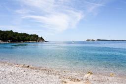 Ближайший пляж. Черногория, Жанице / Мириште : Каменный домик в национальном Черногорском стиле со своим приватным двориком, летней кухней, с 4-мя спальнями, 2 ванными комнатами, до чистейшего галечного пляжа Жанице 100 метров.