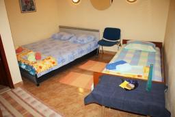 Студия (гостиная+кухня). Черногория, Нивице : Студия в Нивице с террасой, с видом на море и на сад