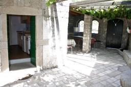 Терраса. Черногория, Жанице / Мириште : Апартамент для 4 человек, 2 отдельных спальни, 50 метров до моря