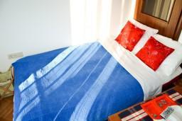 Гостиная. Черногория, Игало : Апартамент с отдельной спальней около Блатна плажа